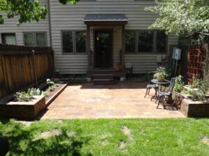In-Town-Landscape-Patio-Full-View